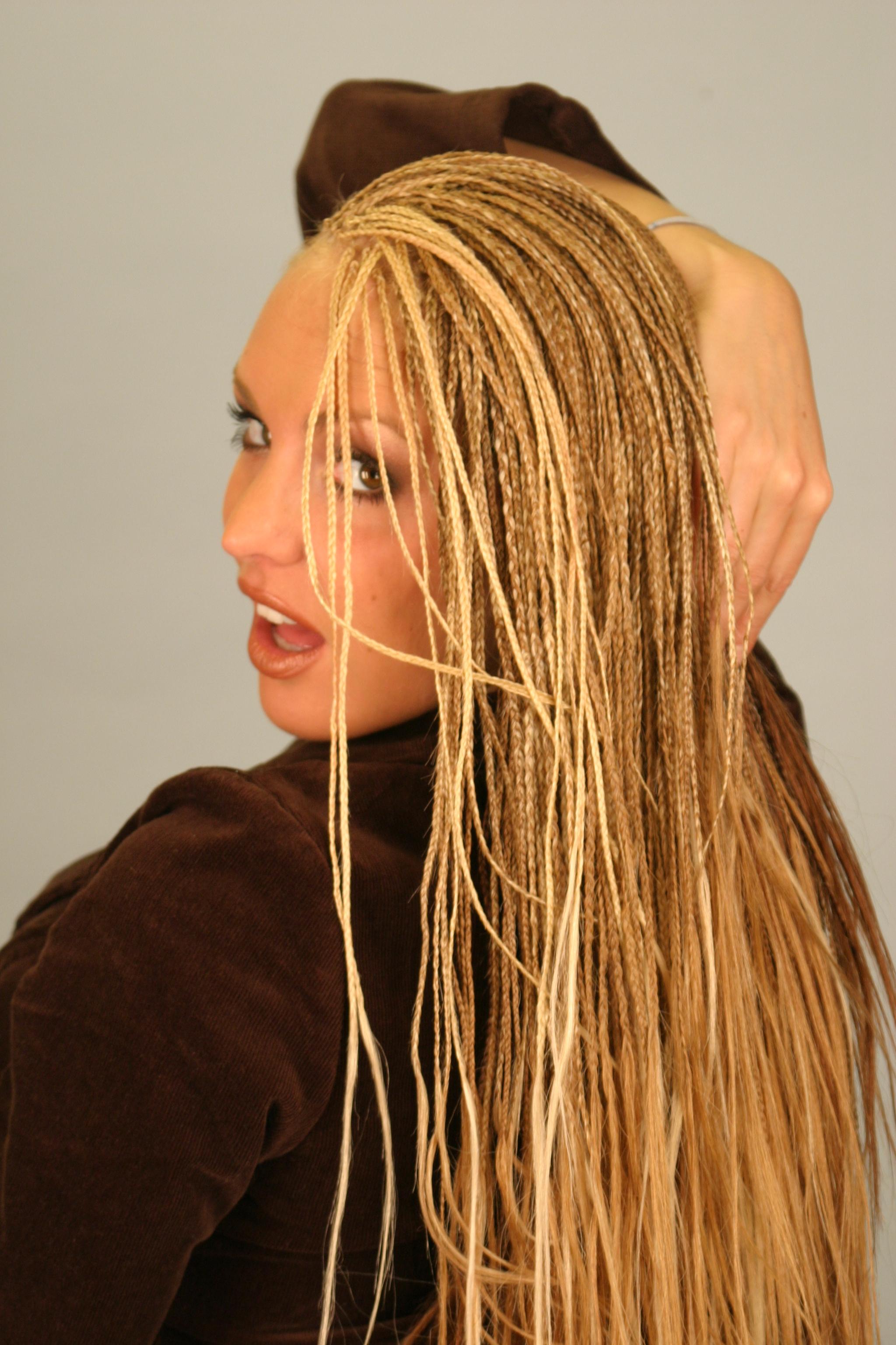 Kadın ince saç örgü imajlarına ihtiyacım var